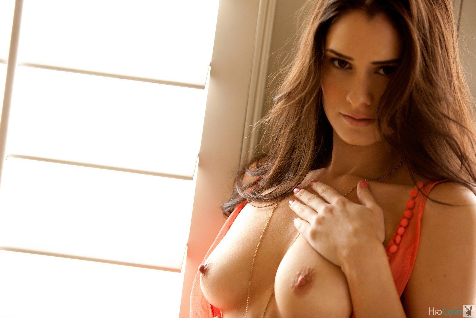 С маленькой грудью с длинными сосками 23 фотография
